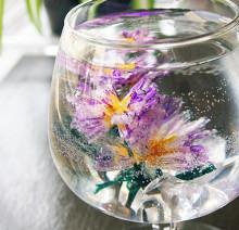ネイルに可憐な花を閉じ込めて♡水中花ネイル