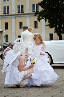 結婚式お呼ばれネイル♪「最低限のマナー」華やかな席にピッタリなネイル