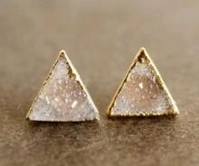 ネイルには三角形がハマる。可愛い三角フレンチネイルデザイン集