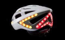 """光で進行方向やブレーキをお知らせする""""自転車ヘルメット""""が人気に!"""