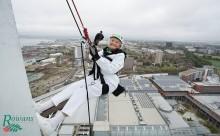 """御年101歳!100mの高層ビル下りに挑戦した""""元気過ぎるおばあちゃん""""が話題に"""