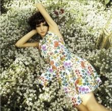 夏の指先にもピッタリ♡『小花柄ネイル』で、大人可愛いレトロガールを目指しましょ♡