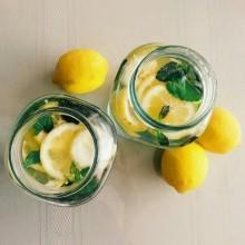 指先にレモンを取り入れて、スキっと爽やかな夏ネイルを楽しもう♪