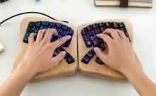 """こんなの待ってた!""""手の形にジャストフィット""""する打ち心地抜群のキーボード"""