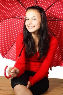 6月は梅雨だから気分がブルー?だったら雨をモチーフにしたカラフルネイルをしよう!