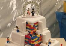 素敵!ロンドンのベーカリーが作ったレゴのウェディング・ケーキが話題