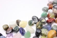 この夏の天然石ネイルは神秘的な「翡翠ネイル」がおすすめ!