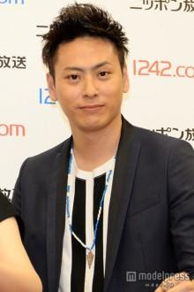 三代目JSB山下健二郎、交際報道のELLYと「男の恋バナ」?記者の質問にツッコミ