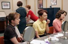 ちょっとゆるいオフィス向けな大人可愛いネイルカラー3選