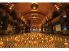 本物の輝きに包まれる!建築美と無数のキャンドルがコラボしたクリスマスフェア開催