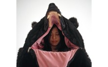 リアル過ぎてちょっと危険?クマの寝袋で冬眠気分を味わおう