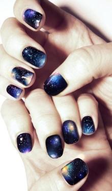 爪の上に小さな宇宙♡最新ギャラクシーネイルのデザイン集2016