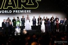 「スター・ウォーズ」ハリウッド封鎖 史上最大規模のプレミアに観客熱狂