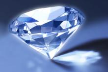 ルビー・ダイヤ・エメラルド♡ゴージャス感をどう表現する?3大宝石をネイルで再現