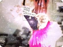 キラキラ感が雪みたい♡クラッシュシェルが輝くおしゃれネイルデザイン*