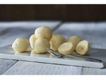 これはチーズ?それともチョコ?「発明に近い」独自の食感のスイーツがルタオから誕生