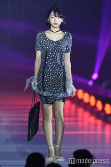 武田玲奈のアンニュイな眼差し&肌見せファッションにドキッ<関コレ2016S/S>