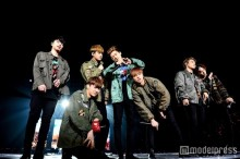 iKON、ファンのサプライズに涙 14万人動員のツアーファイナルで熱狂の渦に