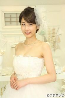 加藤綾子アナ「胸元が開いてセクシー」ウエディングドレス姿披露
