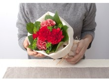 【今年は5月8日】「やっぱりお花?」「それともスイーツ?」お母さんに日頃の感謝を込めて贈ろう。注目のワザありギフト<フラワーギフト編>