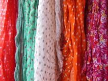 簡単巻くだけカワイイ! ポニーテール+スカーフで小顔ファッション