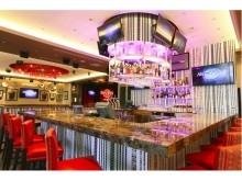 アメリカンレストラン「ハードロックカフェ福岡店」がJRJP博多ビル開業日に移転オープン!