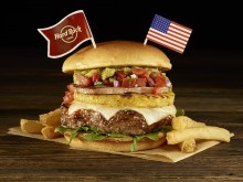 海外のご当地バーガー20種類を食べ比べ!!ハードロックカフェの「ワールドバーガーツアー」がアツイ♪