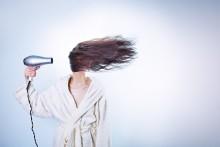 湿気が多いこの季節、どうしてる? さらさらヘアをキープする方法