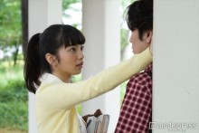 """小松菜奈×間宮祥太朗の""""逆壁ドン""""公開 「されたい?したい?」反響続々"""
