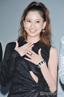 河北麻友子、1000万円アクセサリーにニッコリ「麗子さまですから」