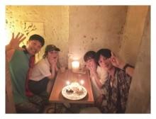元モー娘。高橋愛&新垣里沙カップル「はじめて4人」ショット公開 「ほっこり」「幸せオーラあふれてる」と反響