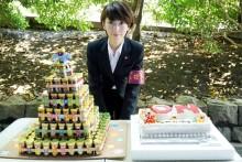 """波瑠、バースデーサプライズに感激 """"7段タワー""""のプレゼントは「初めて見ました」"""