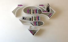 スーパーマンがオシャレな家具に!アメコミ・ヒーローの本棚