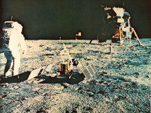 夜空見上げる。7月20日は人類が初めて月に足跡を残した日