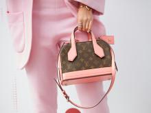 モノトーンの反動。ピンクを着る人がじわじわ増えている