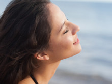 えっ、まつ毛にも紫外線の影響が。マスカラで対策