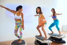 NY発「サーフエクササイズ」銀座に上陸 サーフィンの動きで体幹を鍛える新フィットネス