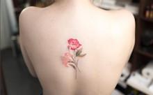 繊細なデザインと淡い色合いに釘づけ♡水彩画みたいなタトゥーがステキ