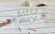 """ベッドがキャンバスに!?洗って消せる""""お絵かき布団セット""""が楽しそう♪"""