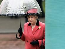 エリザベス女王も愛用のフルトンの傘。素っ気ないビニール傘は卒業