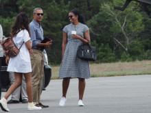 ミシェル・オバマは、ハイ&ロー。コンバースに合わせたバッグは?
