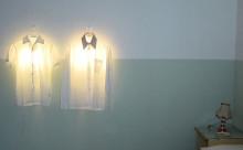 """着せ替えできる照明!?現代アートみたいな""""ハンガーランプ""""がオシャレ"""