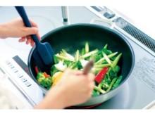 IHコンロは安心だけれど、ちょっぴり不便?! 慣れないシニアも楽しく調理できる、究極のフライパンとは?