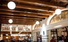 あの「シェイクシャック」をルームサービスできる、世界唯一のホテルがあるって知ってた?