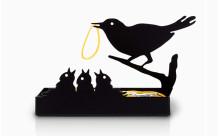 これはカワイイ!エサやり気分で机がスッキリ片付く鳥の巣モチーフの輪ごむホルダー