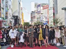 渋谷の街がランウェイに。等身大ファッション感じる