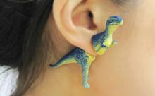 """ティラノサウルスが耳元でバァ!""""恐竜ピアス""""がポップでかわいい♡"""