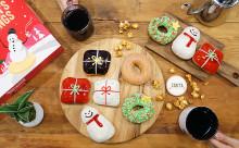 """テーマは""""贈り物""""♡クリスピー・クリームのホリデー限定ドーナツはクリパにピッタリ♪"""