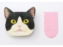 猫から舌を引き抜く!?「舌のしまい忘れあぶらとり紙」