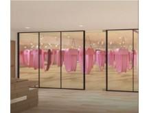 世界で話題!「空中ヨガ」スタジオが麻布十番にオープン